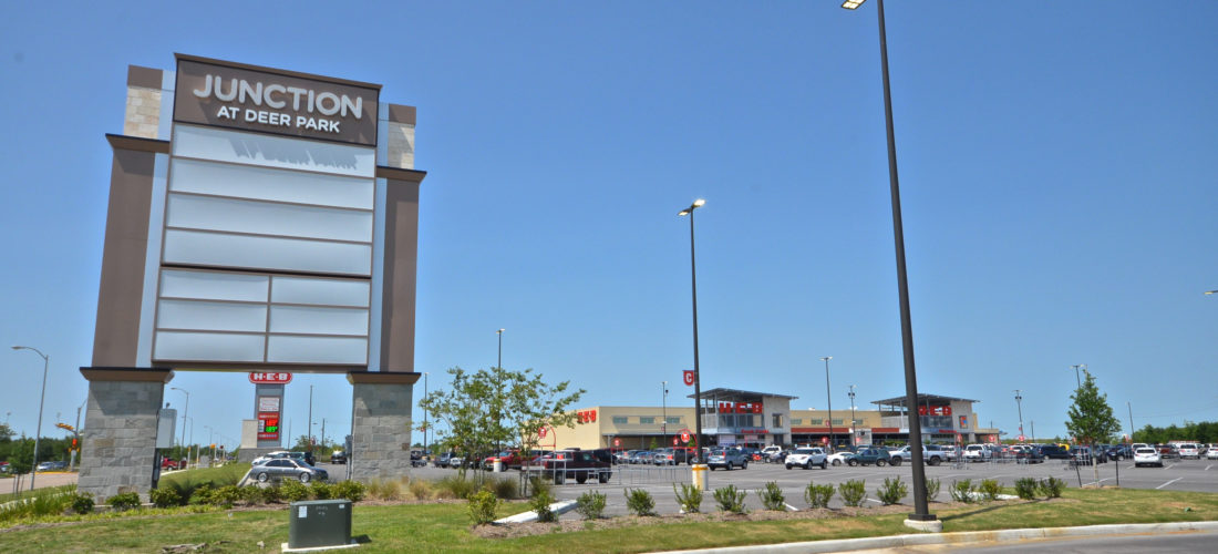 leasing at the junction at deer park